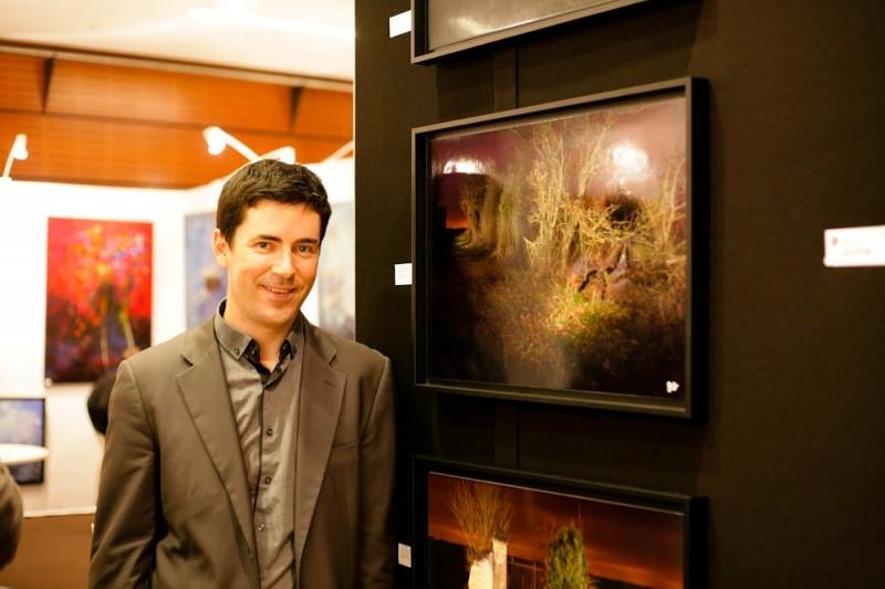 Bertrand Guiton devant une photo